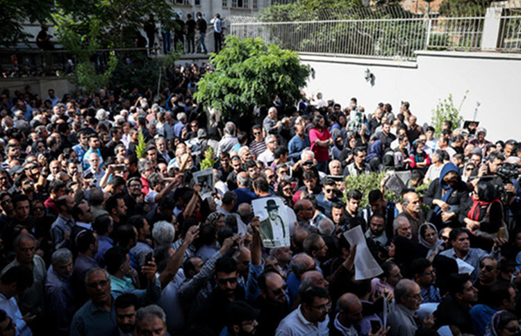 Funeral of iconic Iranian actor sparks fresh anti-government protests