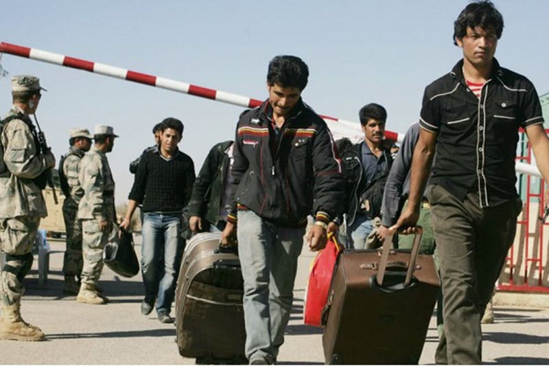 Hundreds of Thousands of Afghans Leave Iran