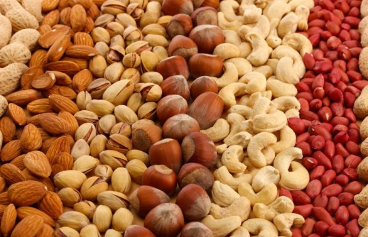 Iranian families have to pay at least 300,000 tomans to purchase nuts for Yalda ancient celebration