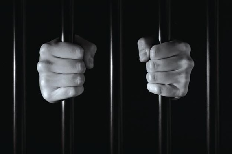 In parallel with international demands for prisons evacuation especially in most coronavirus-hitten countries, Iran issues new sentences against teachers' activists